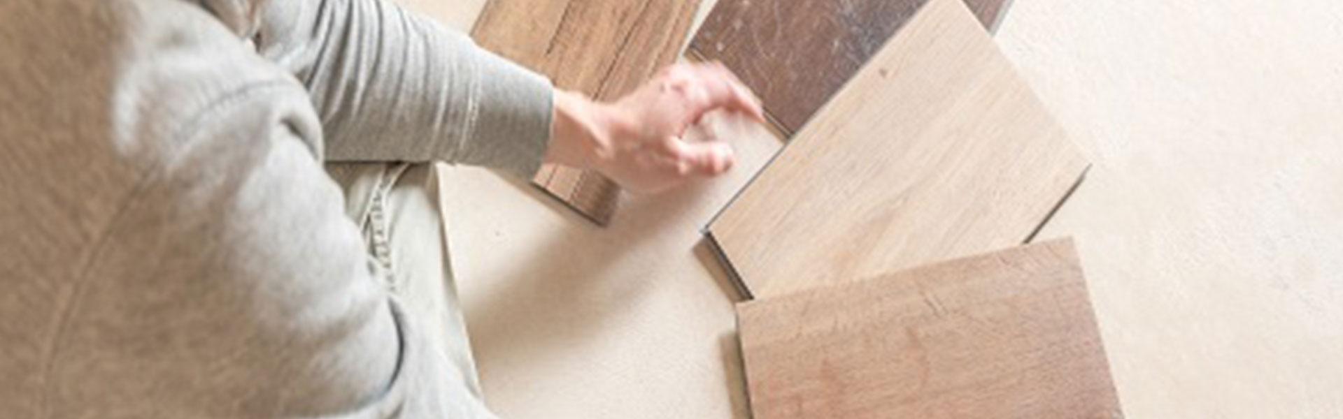 Auswahl an Musterplatten für den Fussboden